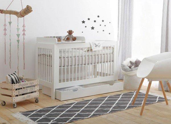 Nature Kid Babybett Basic, hier mit zusätzlichem Bettkasten und Wickelaufsatz