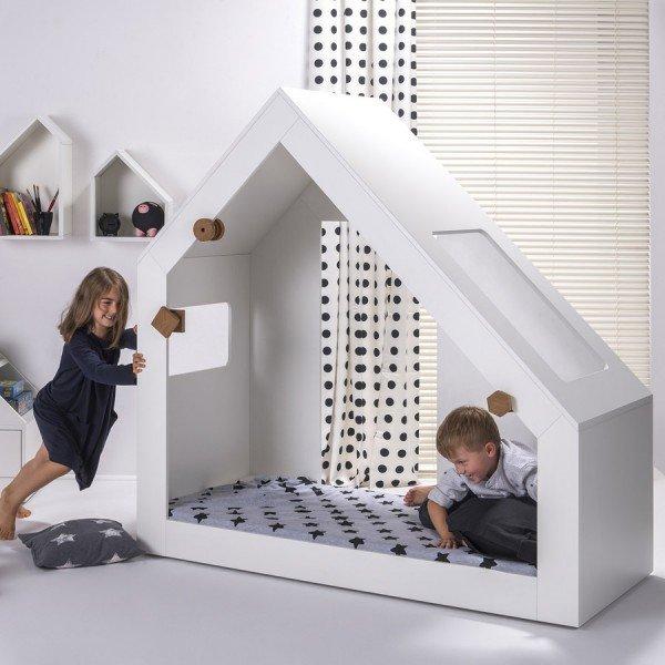 Hook Pook Town Bett (ist mit verstellbaren Rollen versehen um es auch mal verschieben zu können)