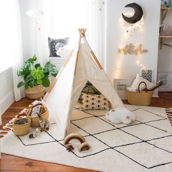 Zeit zum Spielen, Toben, Kuscheln auf einem Teppich von Lorena Canals