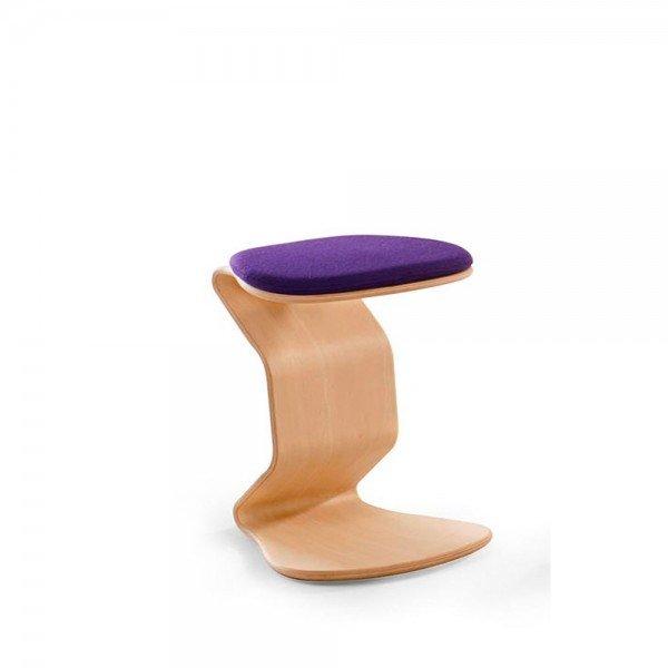 Hocker Ercolino medium mit 3D-Sitzpolster, Beispiel hier in Buche (auch in Eiche erhältlich)