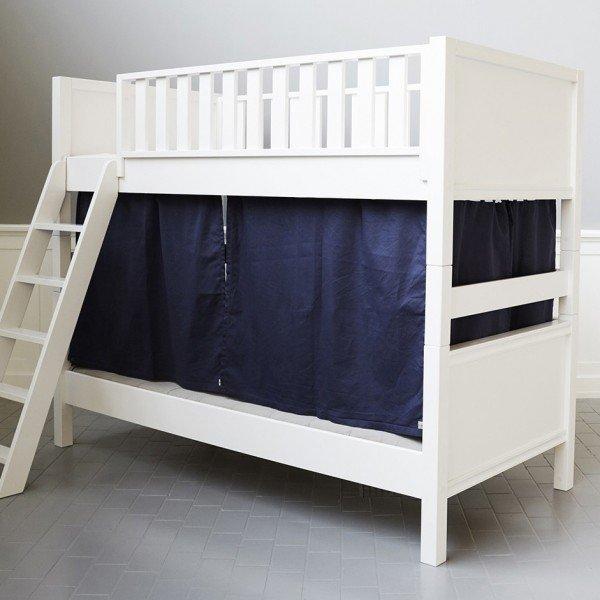 Blaue Vorhänge für das Etagenbett