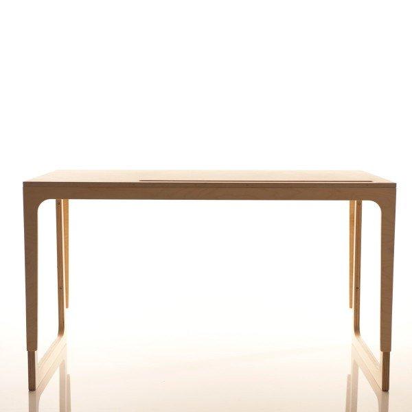 Der Schreibtisch Vaclav ist höhenverstellbar und kann vom Kindesalter (6) bis zum Erwachsenen genutzt werden.