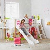White halbhohes Bett mit Rutsche in weiß, schräge Leiter Pfosten in natur 90 x 200cm
