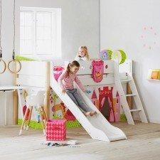 White halbhohes Bett mit Rutsche in weiß, schräge Leiter Pfosten in natur 90 x 190cm